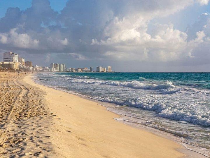Cancun beach with background - Cancun to Tulum