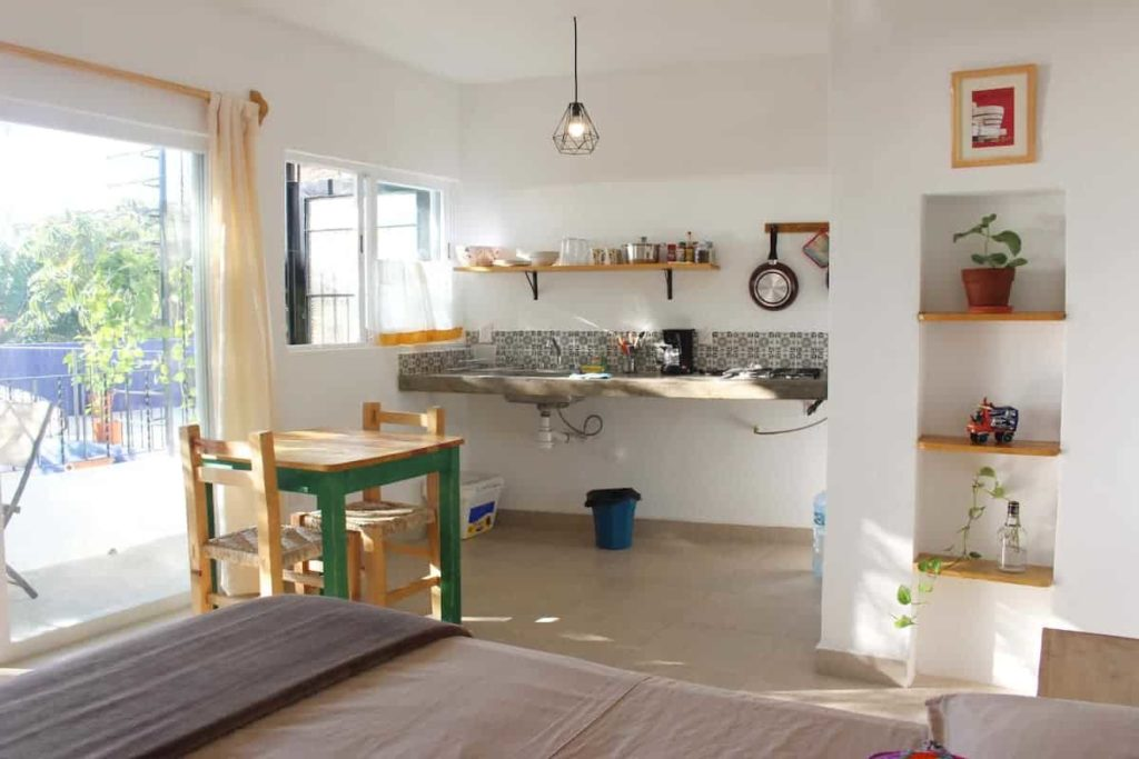 Cute Great Location with Ocean view kitchen