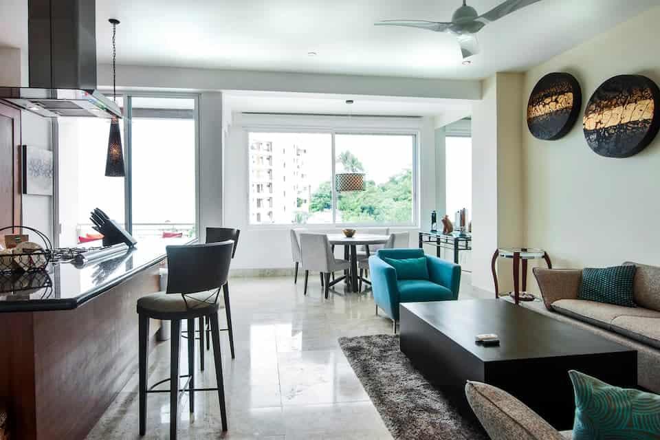 Oceanview Uphill 2 bedroom Condo living and kitchen