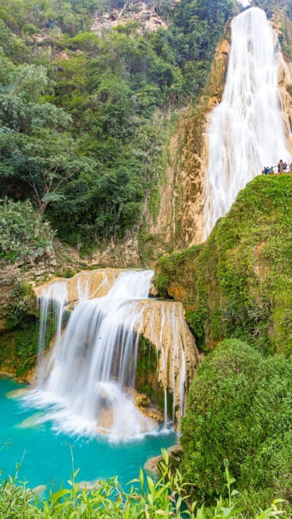 El chiflon waterfall- surrounded by vegetation