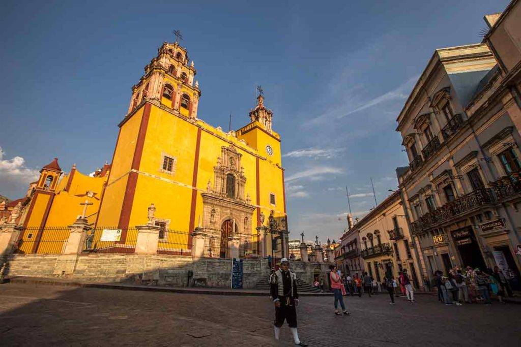 guanajuato basilica and square with people walking