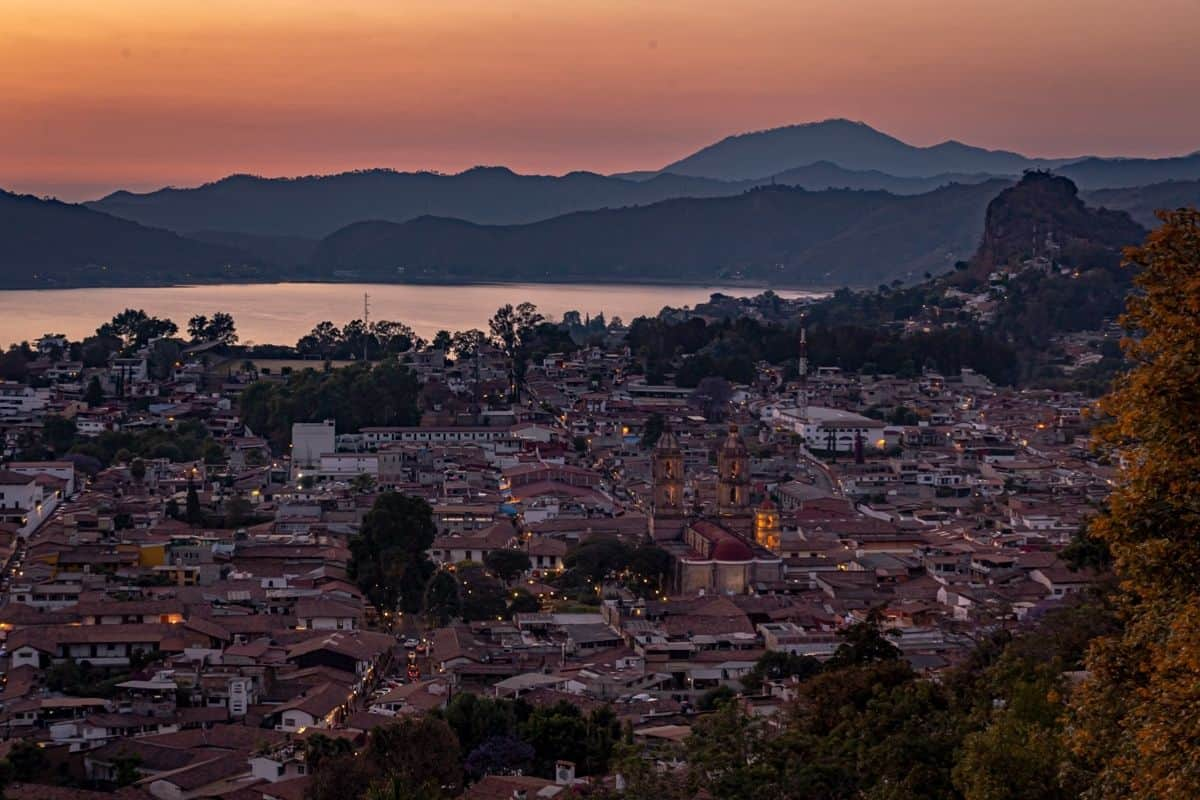 valle de bravo mexico sunset