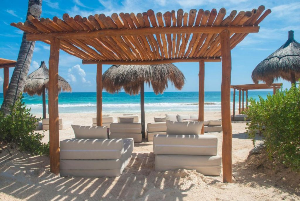 la zebra hotel beach chairs