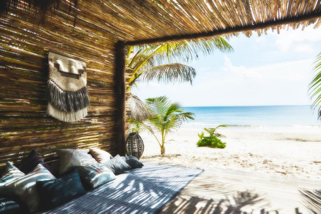 NOmade hotel beach bed