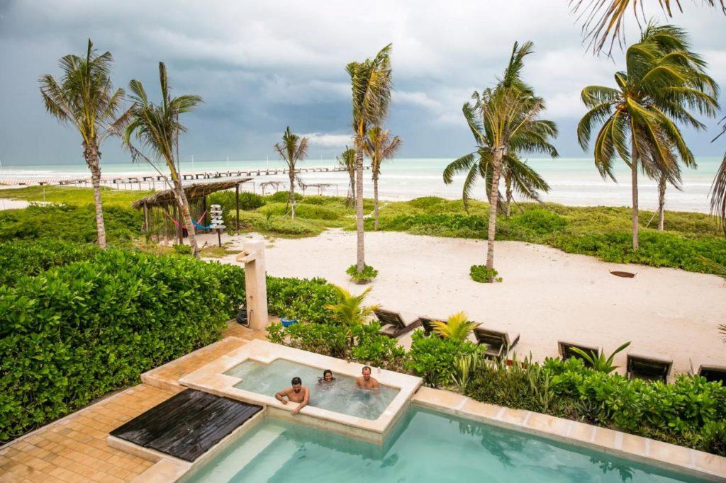 Hotel Casa Cielo pool and beach