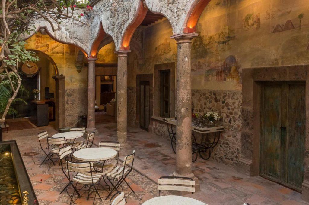 Casa No Name Courtyard