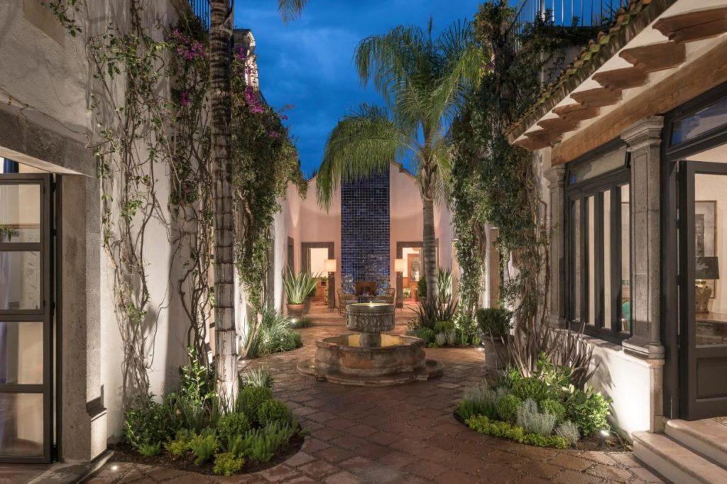 Hotel Amparo courtyard in San Miguel de allende