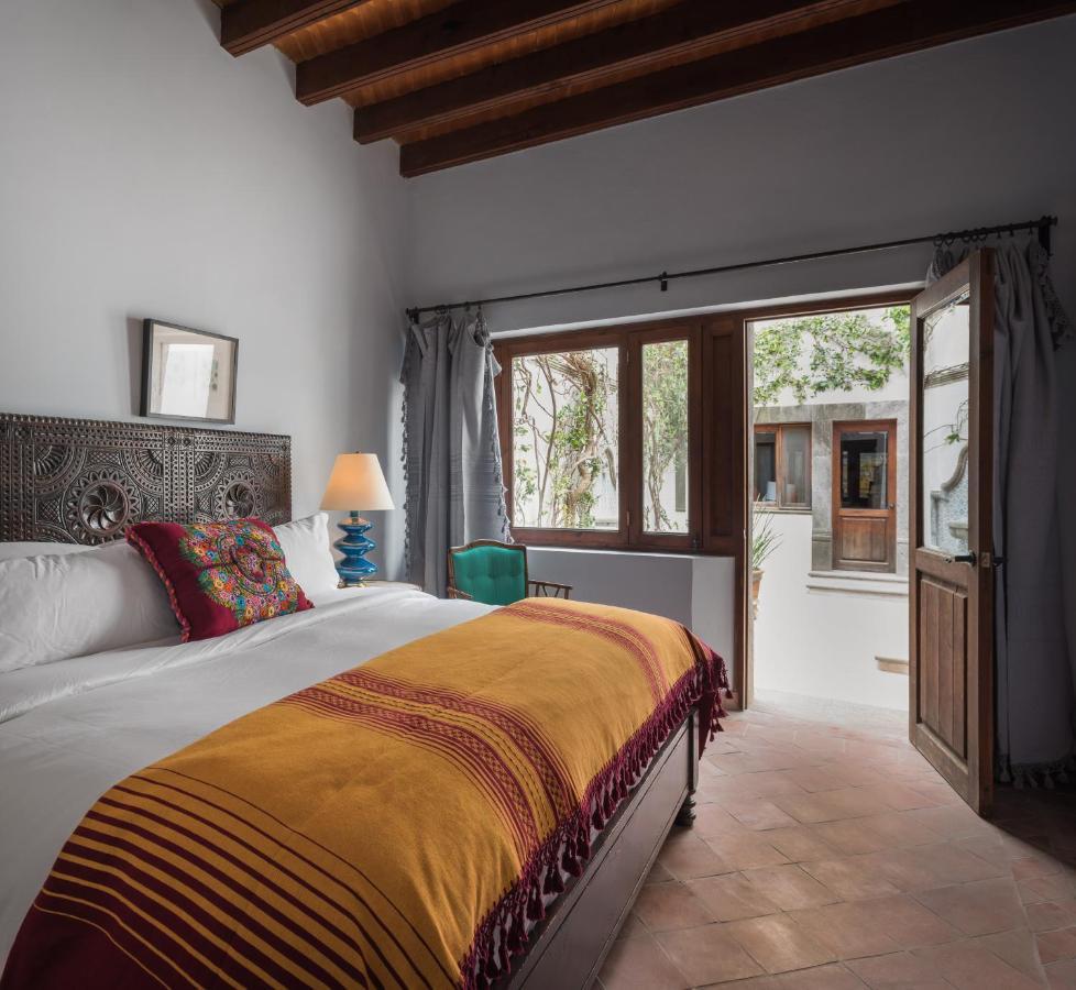 Hotel Amparo bedroom