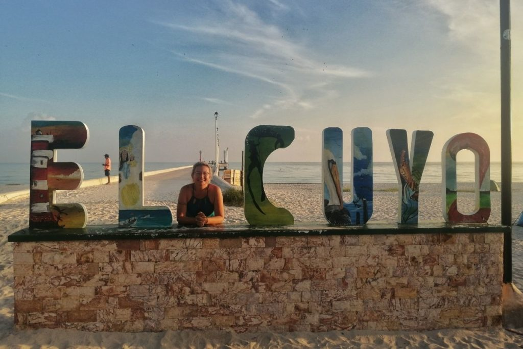El cuyo letters at the pier