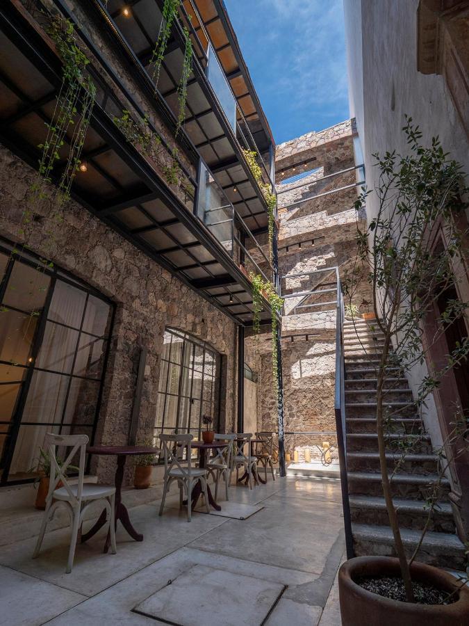 Hotel Maria Isabela External